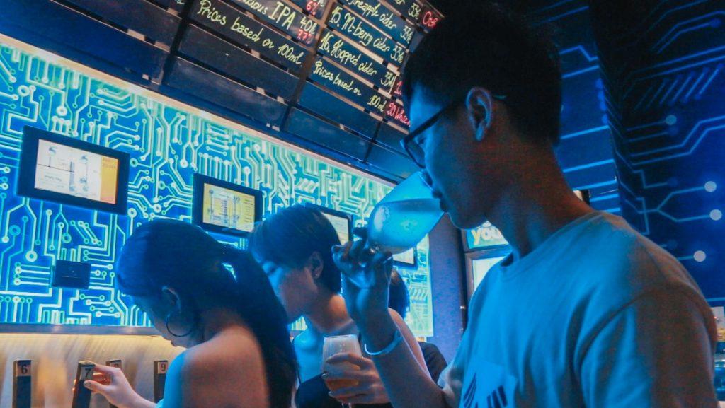 Thưởng thức bia thủ công từ ATM tại Sài Gòn